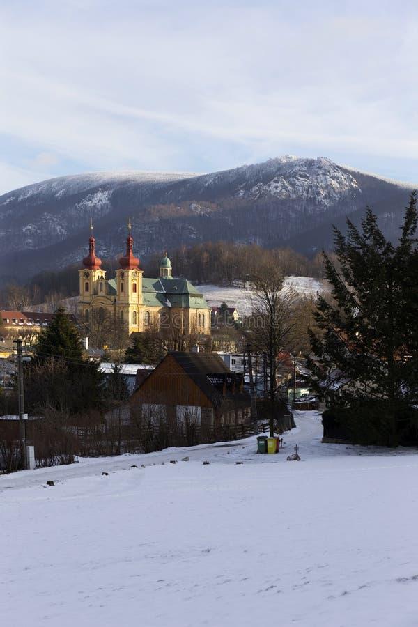 访问圣母玛丽亚的巴洛克式的大教堂在冬天,朝圣,海尼采,捷克地方  图库摄影
