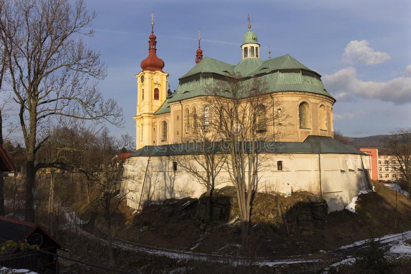 访问圣母玛丽亚的巴洛克式的大教堂在冬天,朝圣,海尼采,捷克地方  库存照片