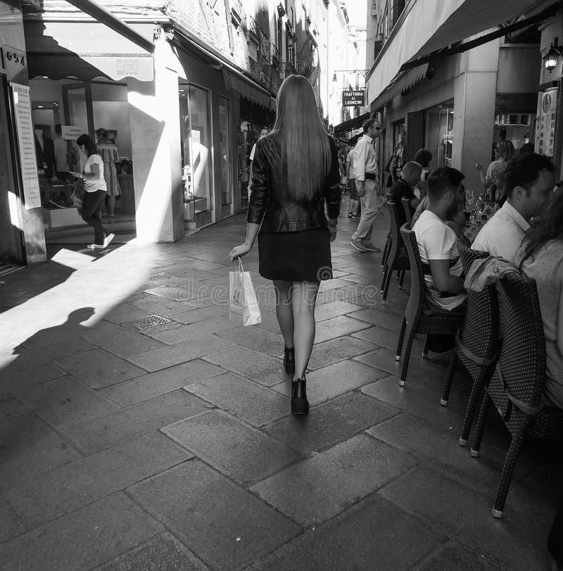 访问黑白的游人威尼斯 免版税库存图片