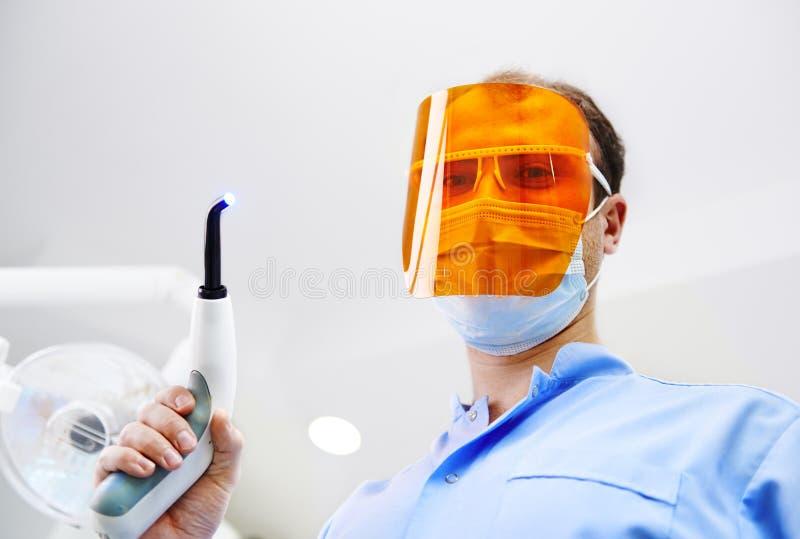 诊所的牙医 图库摄影