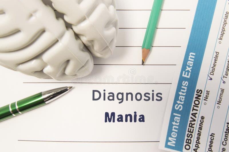 诊断疯狂 人脑精神状态检查的图,结果,笔和铅笔围拢了书面精神病学的诊断玛尼 免版税库存照片