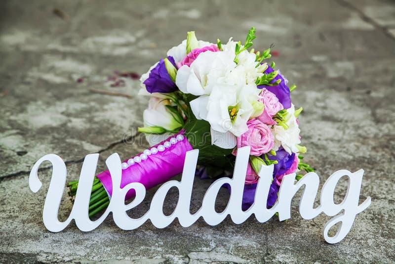 词婚礼和新娘花束 免版税库存照片