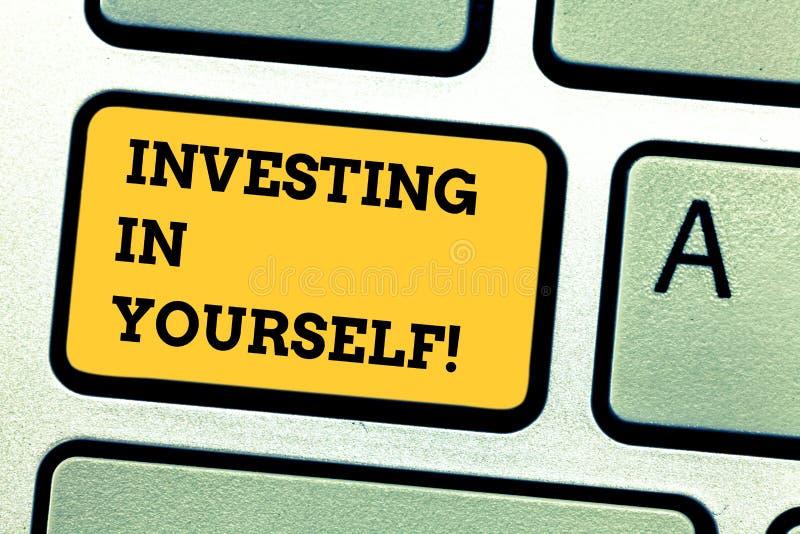词投资在你自己的文字文本 学会的专业地开发的新的技巧企业概念 免版税库存图片
