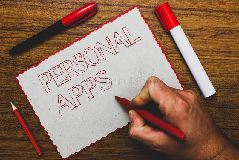 词文字文本个人阿普斯 组织者网上日历私有信息数据的企业概念供以人员拿着标志n的手 库存照片