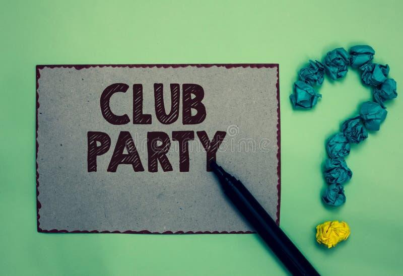 词文字文本俱乐部党 社会汇聚的企业概念在是不拘形式的,并且可能有饮料灰色纸3月的地方 免版税库存照片