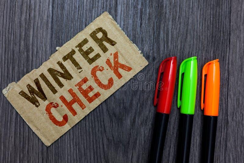 词文字文本冬天检查 最冷的季节维护准备雪铁锹冬季纸板的Importa企业概念 免版税库存照片