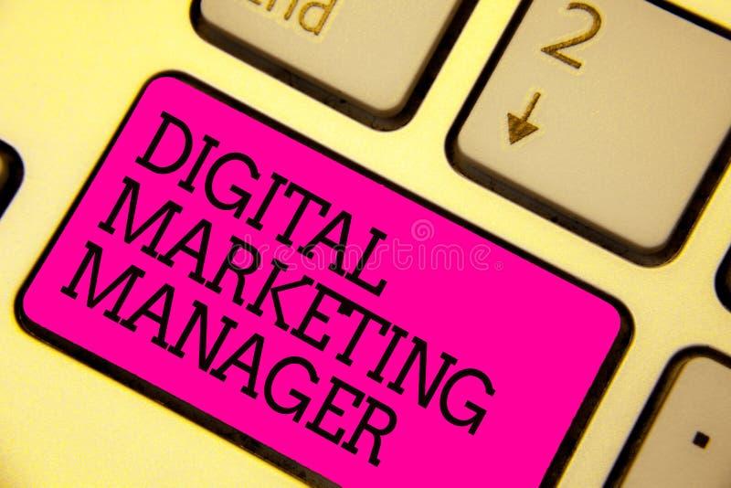 词文字文本数字式销售经理 优选的企业概念为张贴在网上委员会或事业键盘桃红色 库存照片