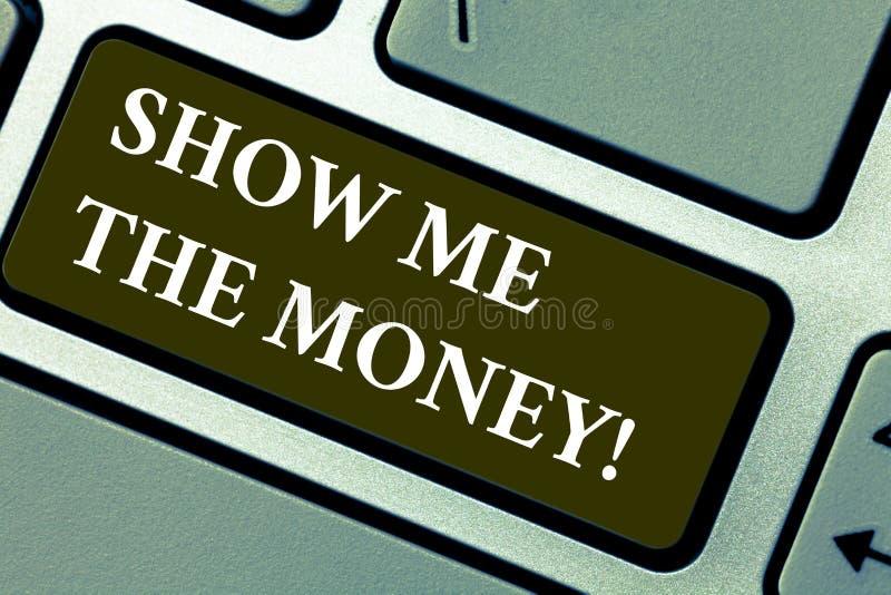 词文字文本显示我金钱 显示的现金企业概念在购买或做前投资键盘 免版税库存照片