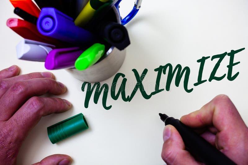 词文字文本最大化 增加的企业概念到最了不起的可能的数额或程度做更大的艺术家研究天秤座 免版税库存图片