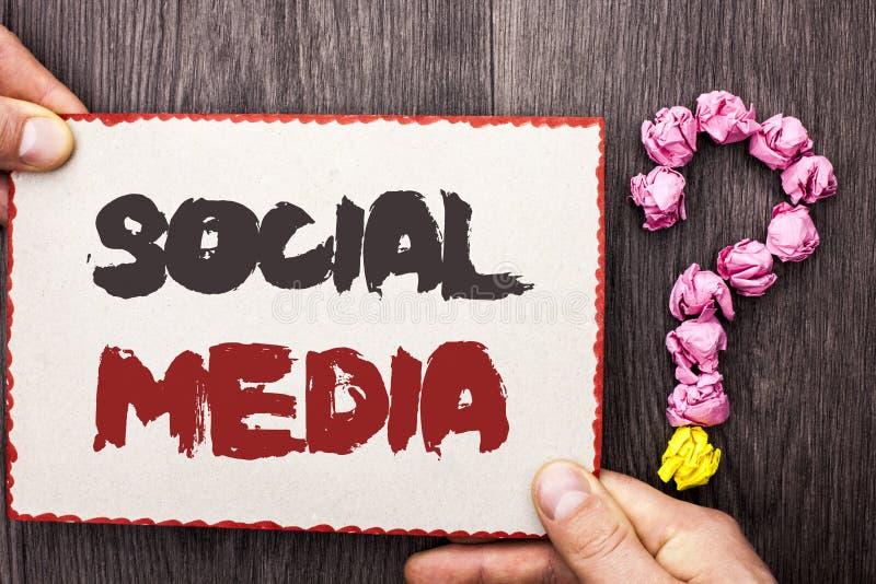 词文字文本社交媒介 在Cardb写的通信闲谈网上传讯份额公共社会的企业概念 免版税库存图片