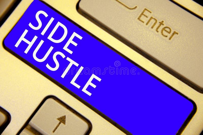 词文字文本边忙碌 方式的企业概念做给您灵活性追求键盘蓝色k的一些额外现金 库存图片