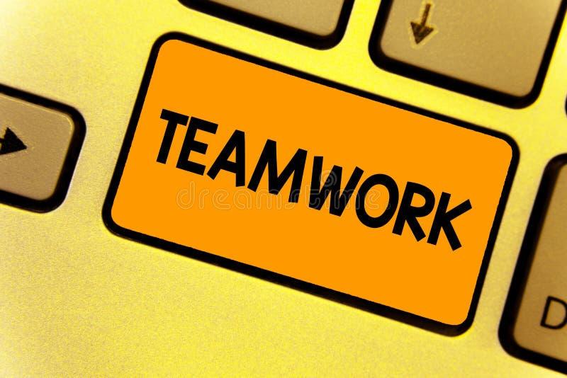 词文字文本配合 一起作为一个和与同一目标键盘黄色ke一起使用的人的企业概念 库存图片