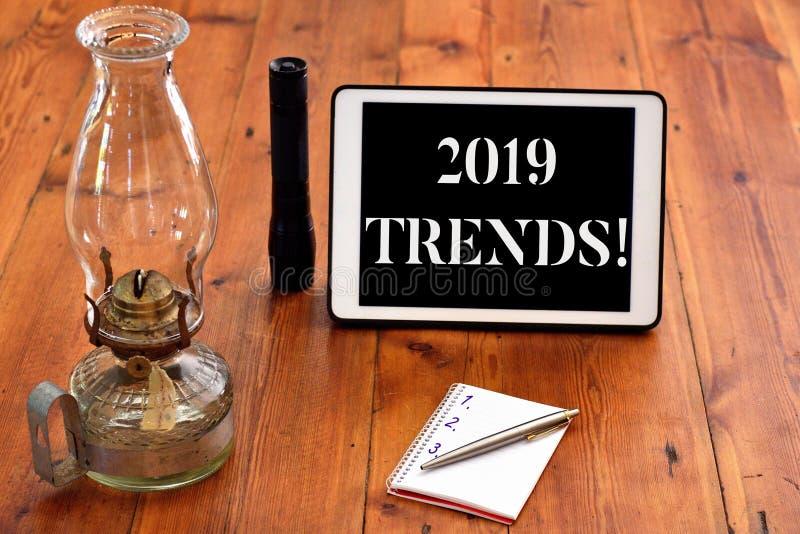 词文字文本2019趋向 某事开发或改变的基本方向的企业概念 库存照片