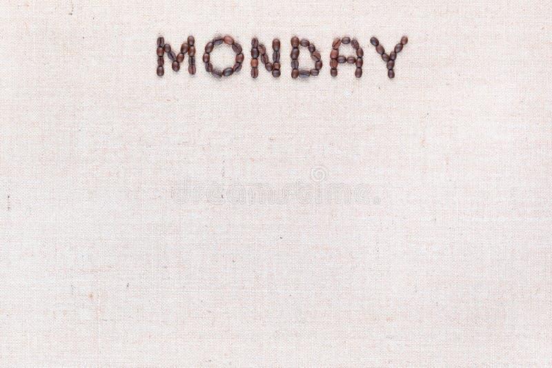 词星期一写与咖啡豆,被排列在上面 免版税图库摄影