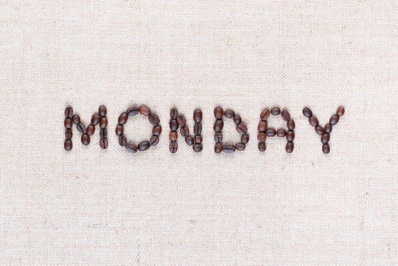 词星期一写与咖啡豆,被排列在中心,特写镜头 库存图片
