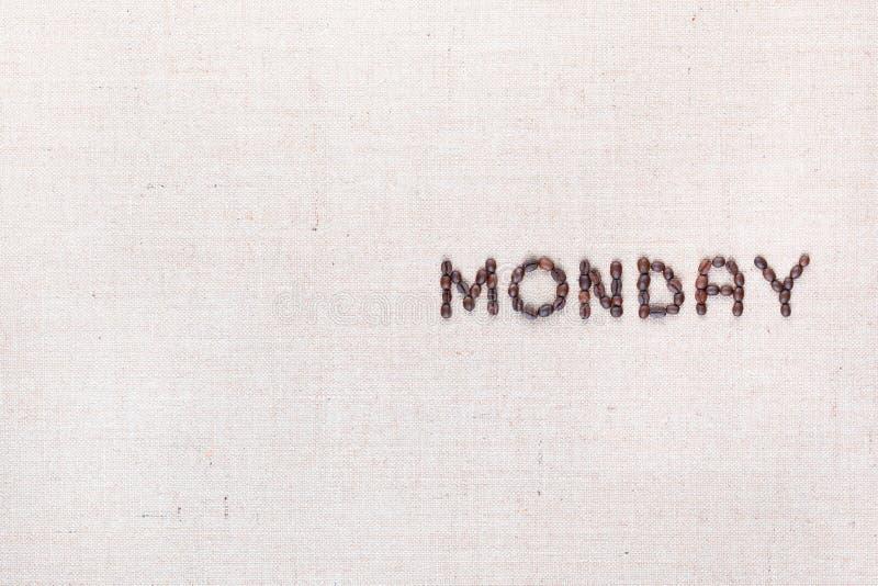 词星期一写与咖啡豆,被排列在右边 免版税图库摄影