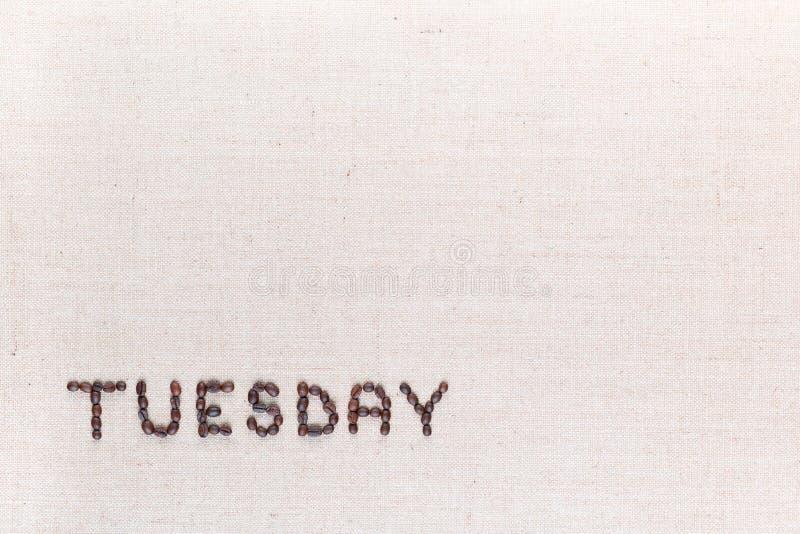 词星期二写与咖啡豆,被排列在左下 免版税库存图片