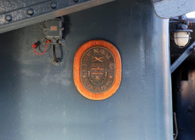 """词条巡洋舰等级的纪念勋章1'极光""""历史的船的世界协会 提出5月 免版税库存照片"""