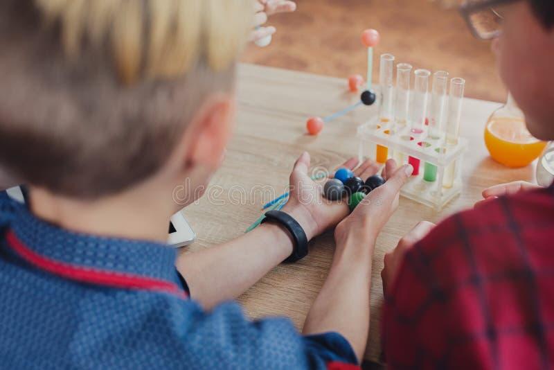 词根教育 物理实验在学校 图库摄影