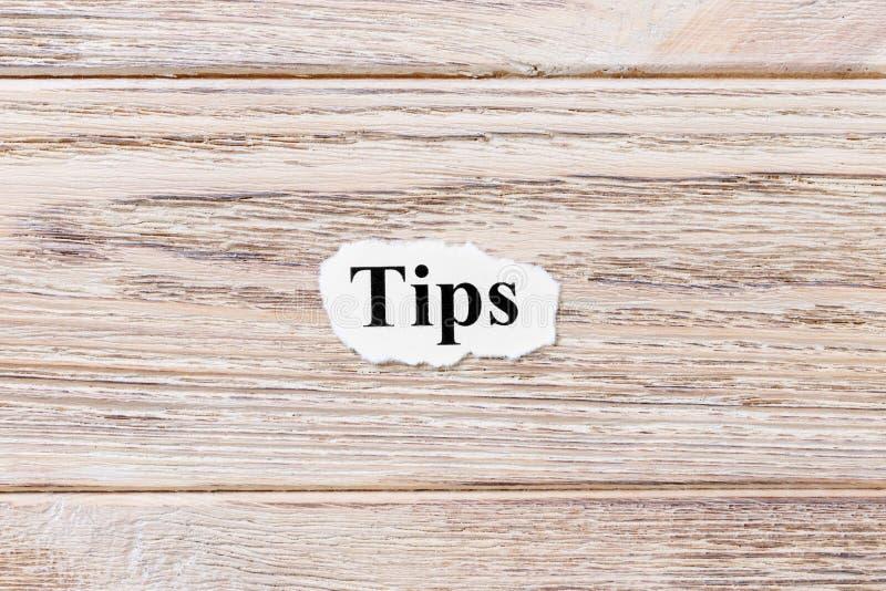 词的技巧在纸的 概念 技巧的词在木背景的 图库摄影
