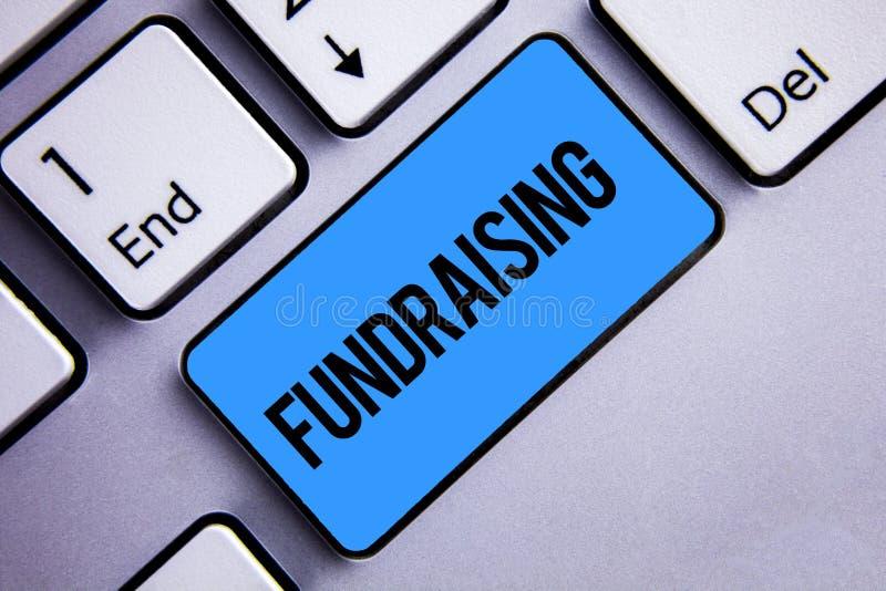 词筹款文字的文本 寻找的企业概念财政支持慈善原因或企业键盘蓝色钥匙 库存照片