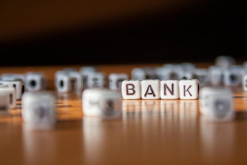 词银行由白色塑料块做成在桌 免版税库存照片