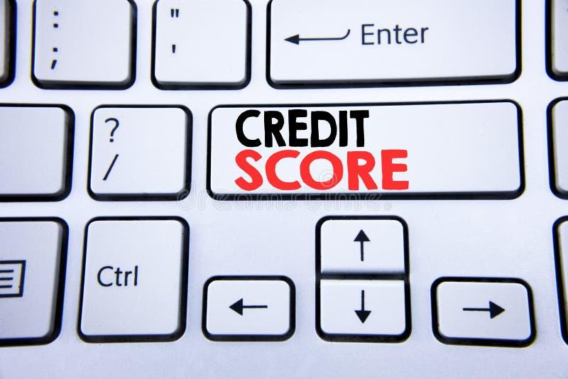 词,写信用评分 在与拷贝空间的白色键盘键写的财政规定值纪录的企业概念 顶视图 免版税图库摄影