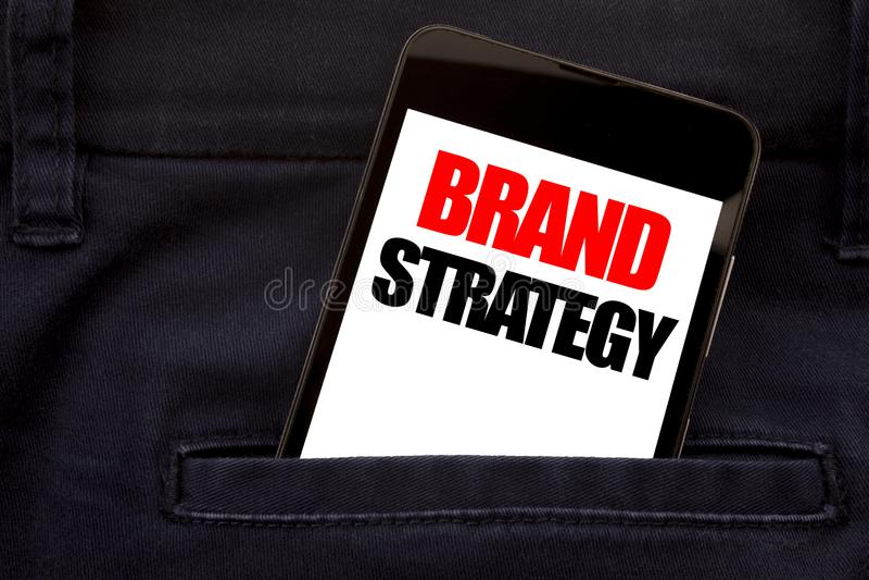 词,写品牌战略 销售的想法计划书面电话手机的,在人安置的手机企业概念为 免版税库存图片