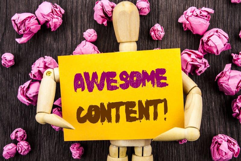 词,文字,发短信给令人敬畏的内容 概念性在稠粘的笔记藏品写的照片创造性的战略教育网站概念 免版税库存图片