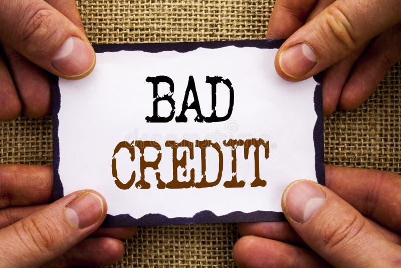 词,文字,发短信给坏信用 概念性在稠粘的便条纸写的贷款财务的照片恶劣的银行规定值比分拿着韩 免版税库存图片