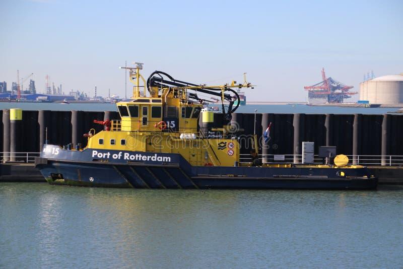 试验船和港务局船在鹿特丹港口, 库存照片