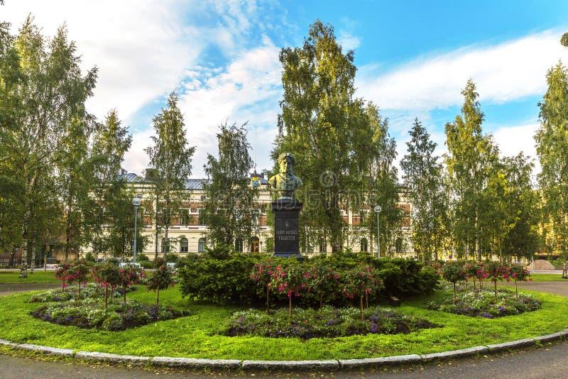 诗人法兰迈克尔Franzen的纪念碑在奥卢 芬兰 图库摄影