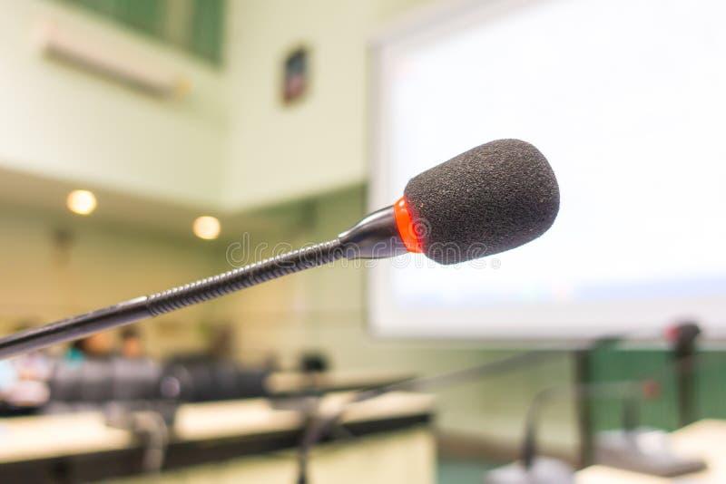 黑话筒在会议室(被过滤的图象被处理的v 免版税库存照片
