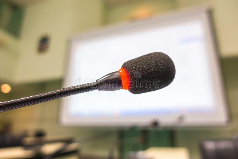 黑话筒在会议室(被过滤的图象被处理的v 免版税图库摄影