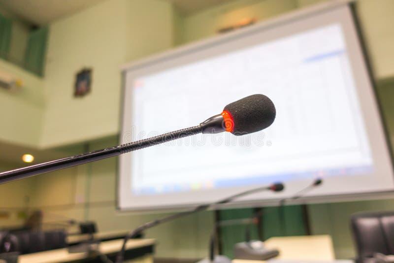 黑话筒在会议室(被过滤的图象被处理的v 免版税库存图片
