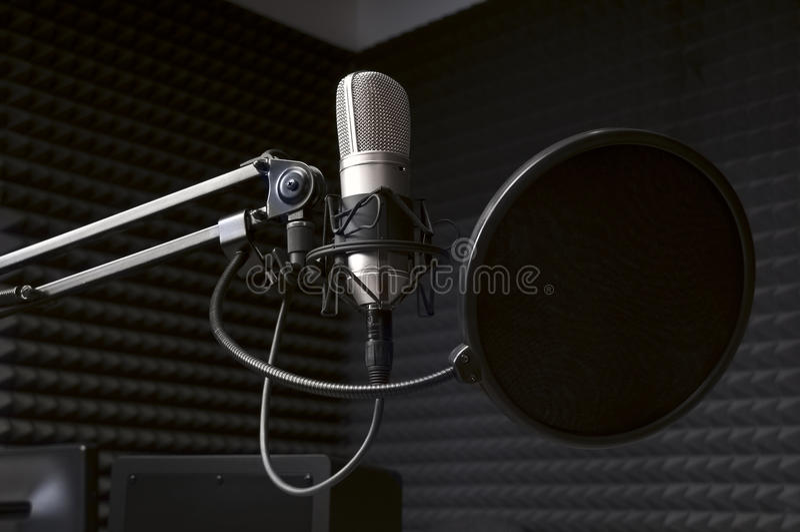 话筒在无线电演播室 免版税图库摄影