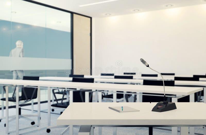 话筒在空的会议室或会议室, Bussiness概念,在话筒的选择聚焦 皇族释放例证