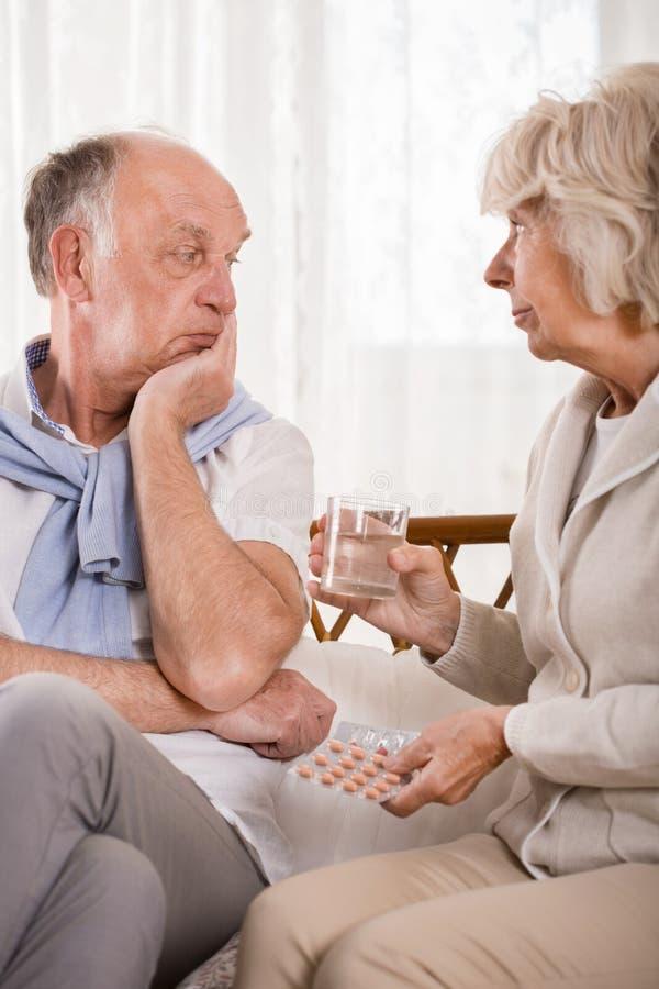询问丈夫关于采取医学 库存图片