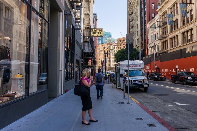 详述有些街道在旧金山,加利福尼亚,美国财政区  图库摄影
