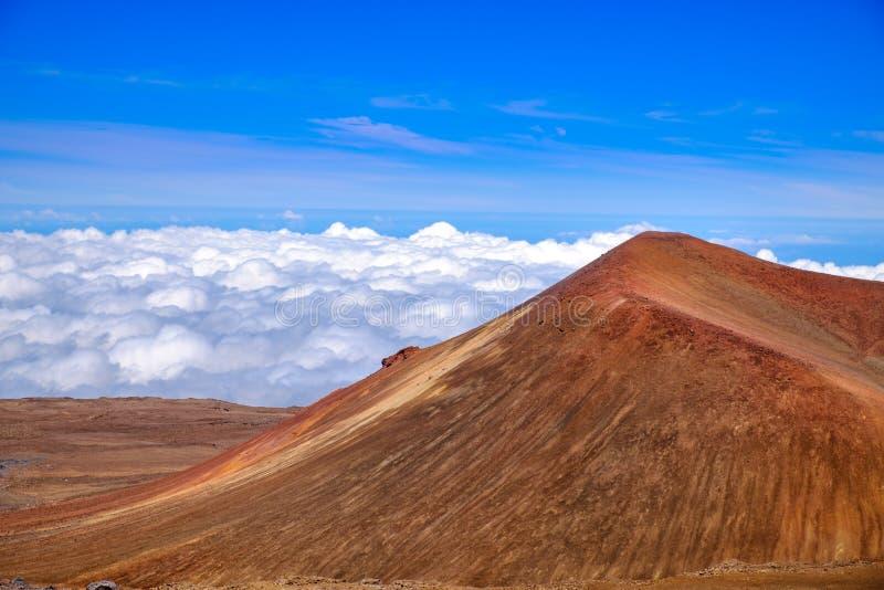 详述火山的火山口风景视图在冒纳凯阿火山,夏威夷的 免版税库存照片