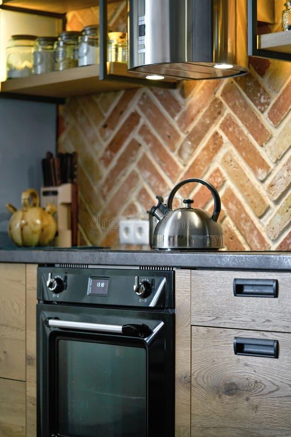 详述现代电不锈钢厨房器具射击  库存照片