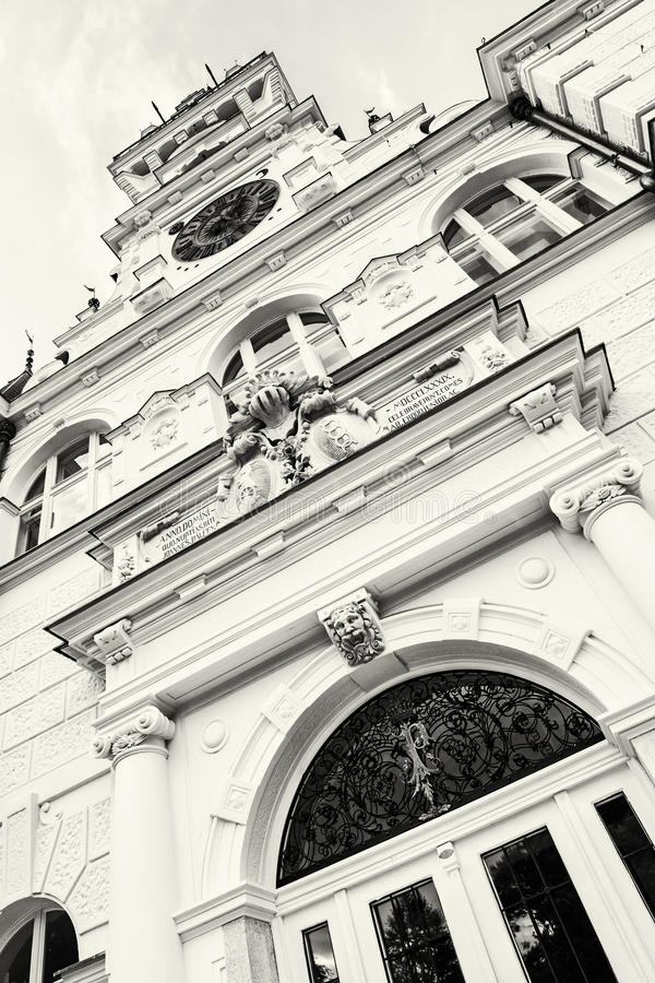 详述Budmerice城堡照片在斯洛伐克共和国、黑色和w的 库存照片