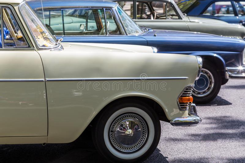 详述reto在城市的街道上的车展 库存照片