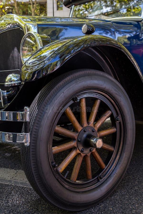 详述reto在城市的街道上的车展 免版税图库摄影