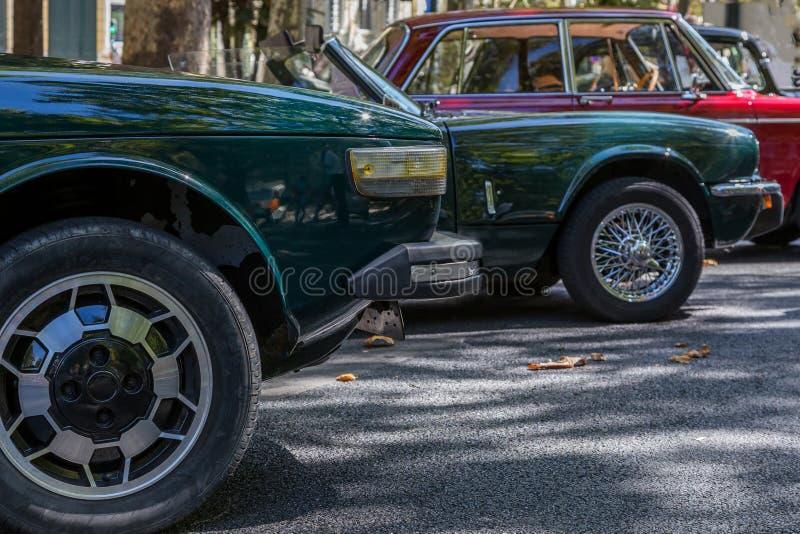 详述reto在城市的街道上的车展 免版税库存图片