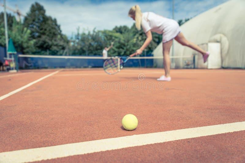 详细例证查出的符合网球白色 免版税库存照片