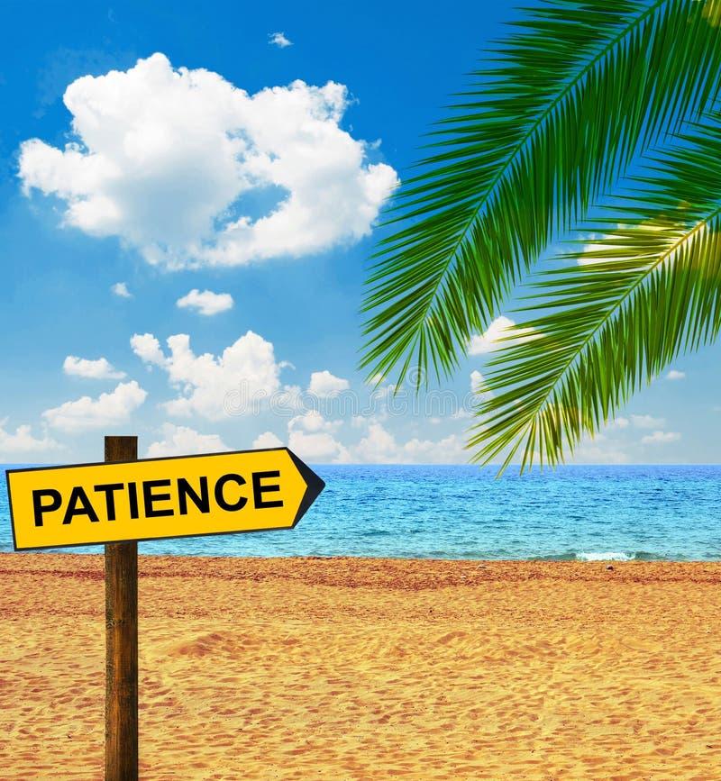 说热带海滩和方向的板耐心 库存照片