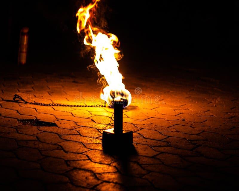 说谎在地面上的火 免版税图库摄影