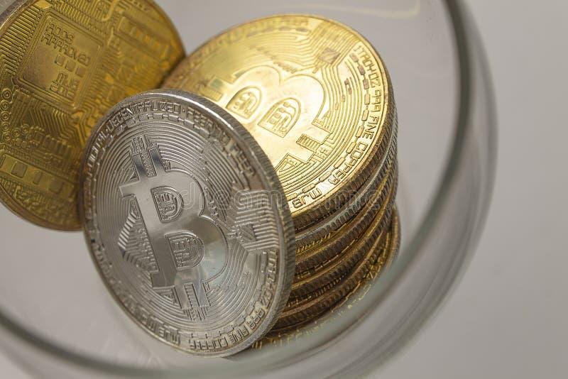 说谎在白色背景的金币bitcoins 免版税库存图片