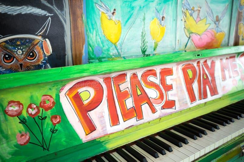 请演奏我钢琴 免版税库存照片